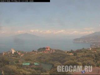 Вид на вулкан Везувий и Сорренто