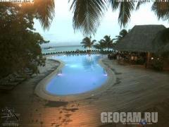 Веб-камера у бассейна отеля Куреду (Мальдивы)