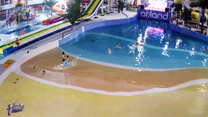 Ailand family holiday center webcam: swimming pool