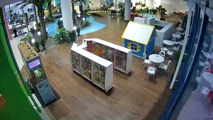 Live webcam of the aqua park «Aquamir»: lobby: Lobby