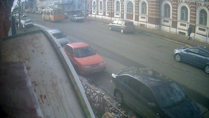 Веб-камера на ул. Большая Октябрьская, 39