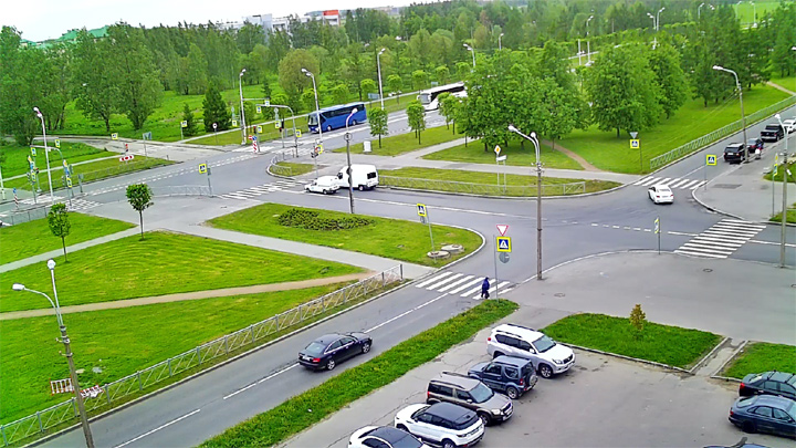 Webcam at the intersection of General Khazov Street and Petersburg Highway, Pushkin city