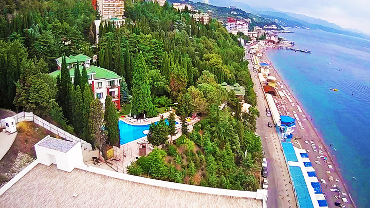 Webcam on the embankment at the hotel «More»: Embankment of the Professor's Corner of Alusha, Crimea