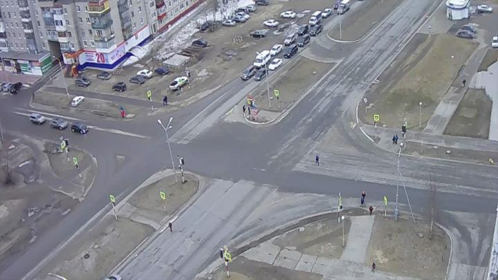 Веб-камера на перекрёстке Интернациональная - Дзержинского