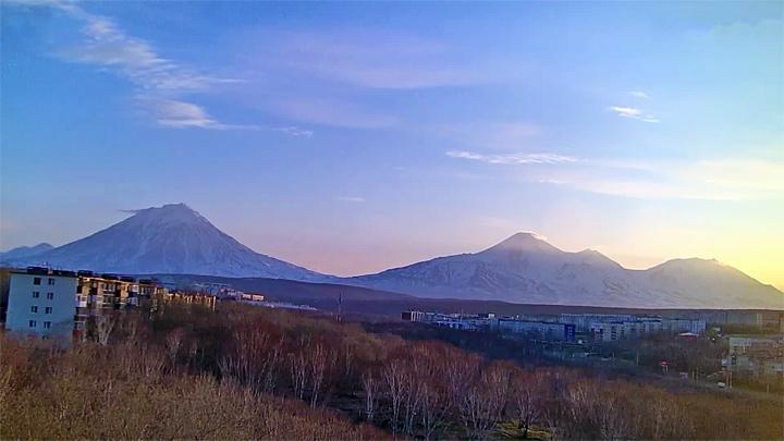 Веб-камера с видом на вулканы Корякский, Авачинский, Козельский