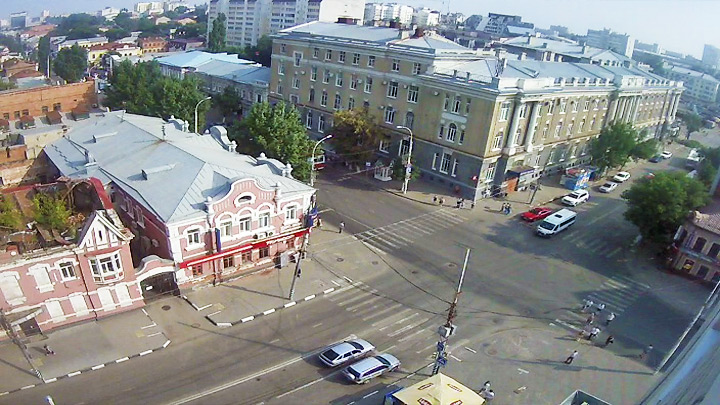 Webcam at the crossroads of Moscow and Chapaev streets
