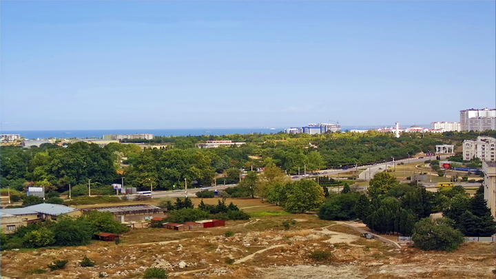 Webcam with a view of Kombat Neustroev Square (Sevastopol, Crimea)