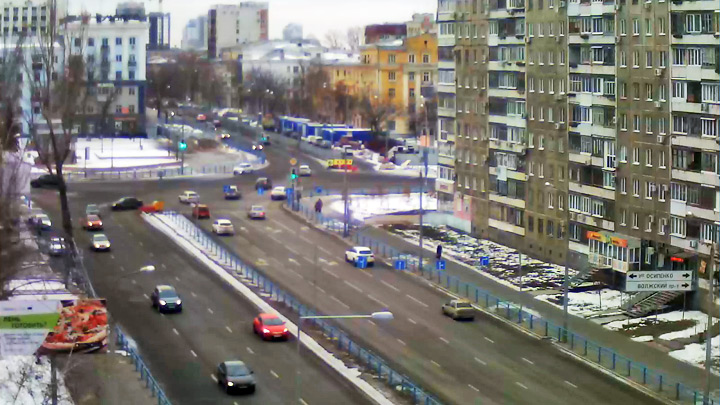 Webcam at the crossroads of Novo-Sadovaya and Osipenko streets in Samara: A view of the intersection