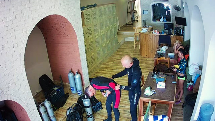 Webcam in the «Russian Club» in Dahab, Egypt: inside the scuba diving center