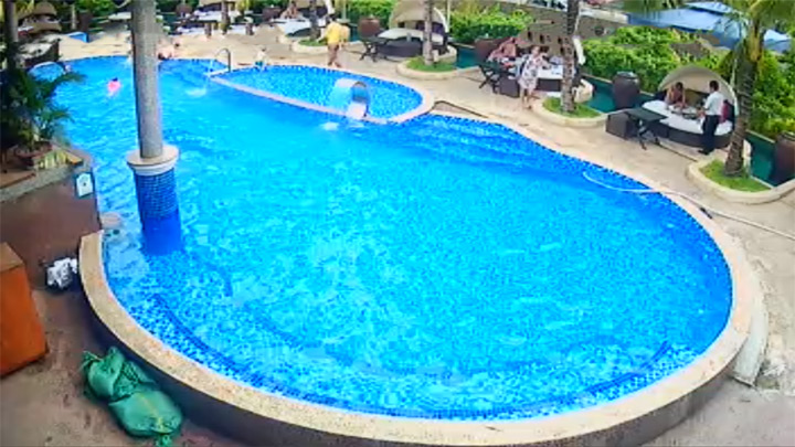 Webcam by the «Story Beach Club» swimming pool in Nha Trang
