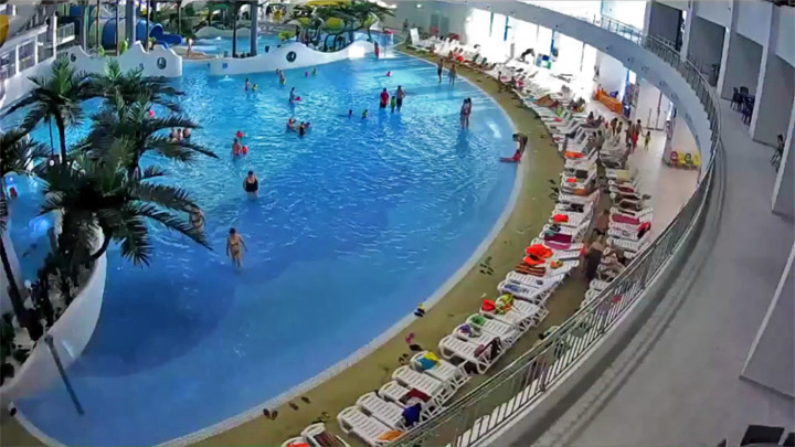 The webcam of the aqua park «Aquamir»: the wave pool: Wave pool of water park